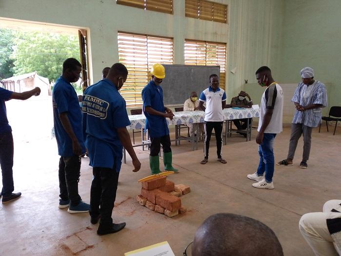 Jeunes formés à l'écoconstruction